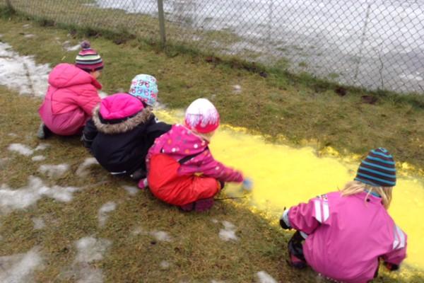 utomhus experiment på föskolan